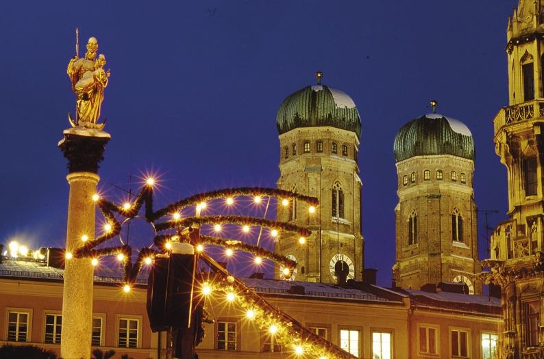 Photo by Bernd Roemmelt-Weihnachtsstern vor den Frauentuermen